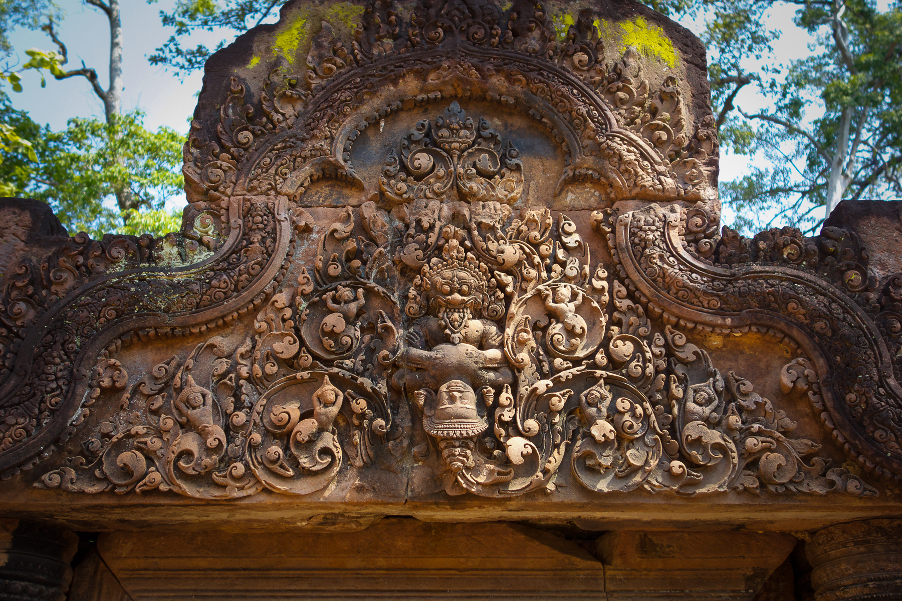 Carving in Banteay Srei